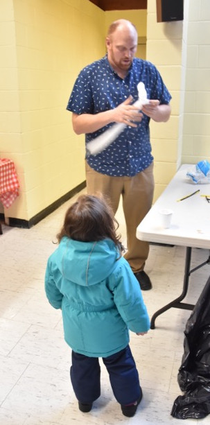 Jason Keats, Carleton Ave. resident, entertains children with balloon animal creations.