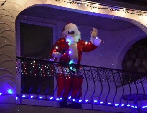 [20171221 Santa Greets the Crowd.jpeg]
